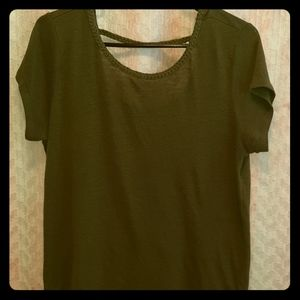 Gap linen blend green top with braided neck line